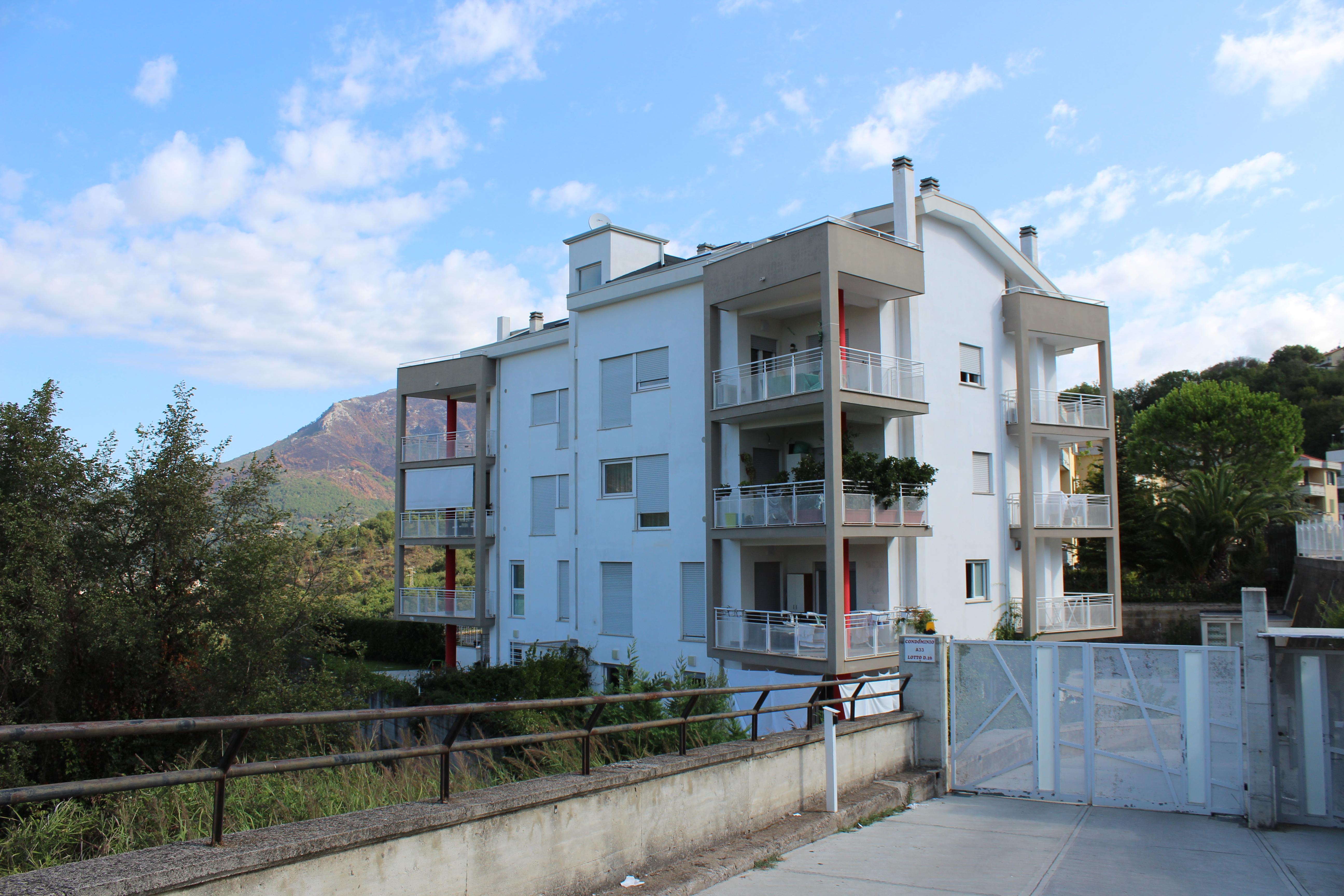 Appartamento in vendita a salerno zona casa manzo novim for Casa con appartamento seminterrato in vendita